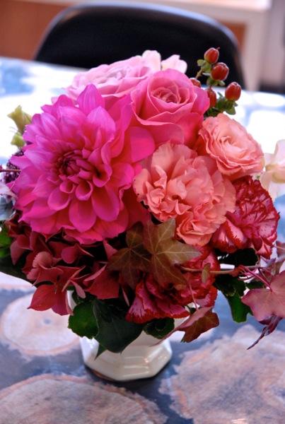 福岡県へ結婚祝いアレンジメントのお届けです