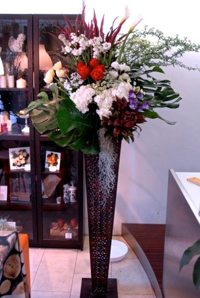 霧島市へ開店祝いフラワースタンドのお届けです