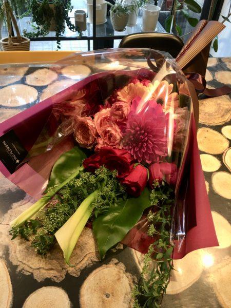 東開町へ送別用花束のお届けです
