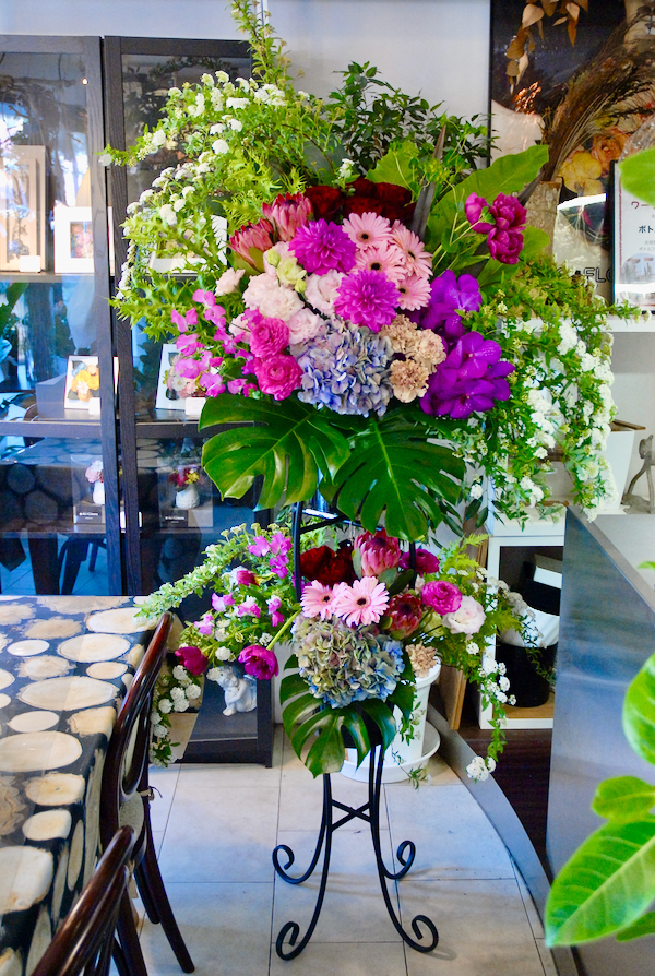 山之口町へ開店祝い生花スタンドのお届け